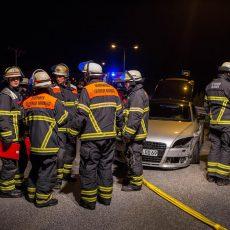 Audi rammt Leitplanke