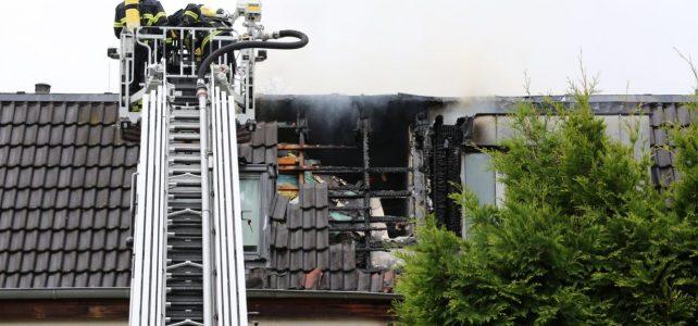 Feuerwehr löscht Dachstuhlbrand